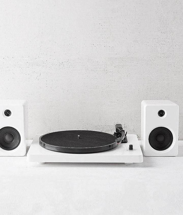 Mit diesem exklusiven Set aus Plattenspieler und Lautsprechern kannst du Musik über dein Bluetooth-kompatibles Gerät oder deine Lieblingsplatten anhören! Hier entdecken und shoppen: https://sturbock.me/7yG