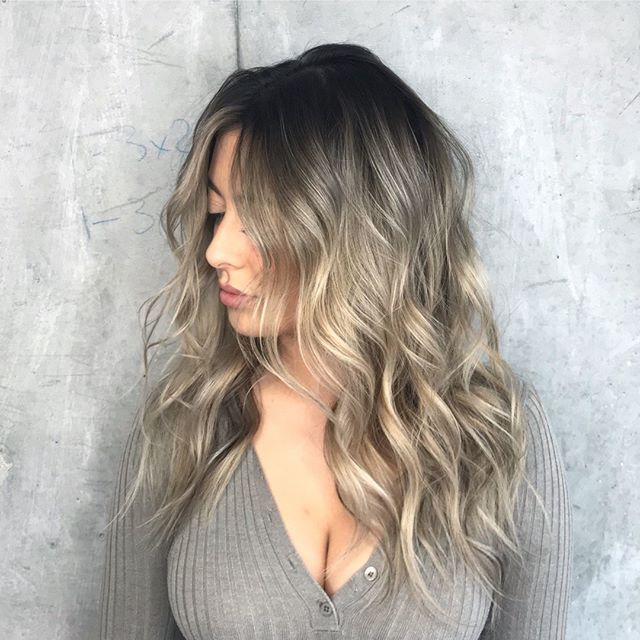 Step  into the weekend like wha  thanks to @a.b.hair  for creating this seamless #beigeblonde  with her signature #shadowroot  smudge!  . . . . . . #ombré #ombrehairstyle #meltedhair #colormelt #beigeblonde #bronde #redkencolorcertified #redkenshadeseq #glossed #hairtrends  #trending #torontosalon #torontohair #blondebabe #haircolorist #torotohairsalon #besthair #hairoftheday #torontohairstylists #torontofashion #ittakesapro #bestofhair  #balayageartists @balayagedhair #balayagedhair…
