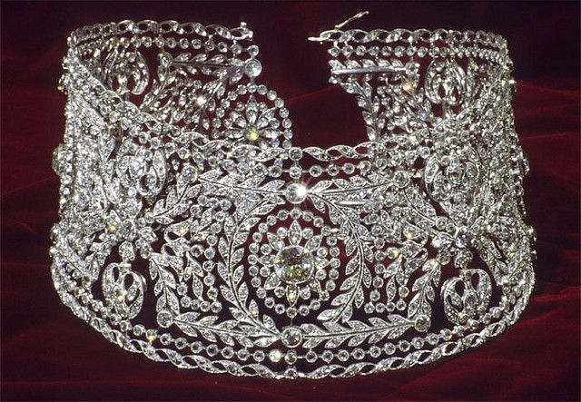 Diamond dog collar necklace owned by Bertha Honore Palmer (1849-1918) a wealthy American businesswoman, socialite, and philanthropist.