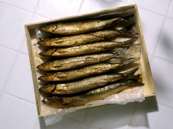 Geräucherte Makrele ist ein Rezept mit frischen Zutaten aus der Kategorie Meerwasserfisch. Probieren Sie dieses und weitere Rezepte von EAT SMARTER!