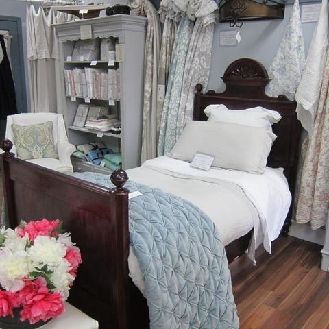 Vintage Wooden bed - Madison
