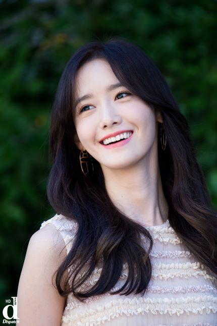 "[HD포토] ""This is 실물미소""ㅣ'소녀시대' 윤아 :: 네이버 TV연예"