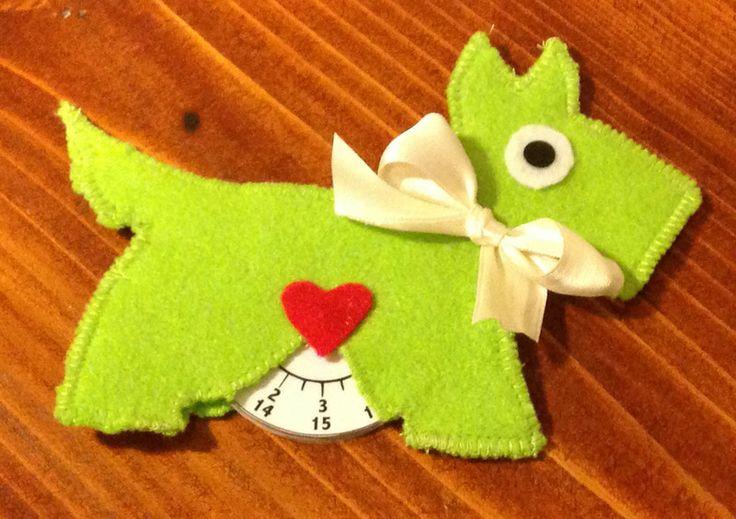 Disco orario con cane verde acido di Hot Dots! su DaWanda.com