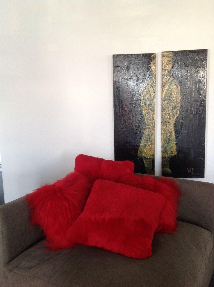 Assortiment coussins mouton - sheepskin cushions  #red #inspiration #rouge #rot #decorationinterieur  #accessoire #accessory #Inneneinrichtung #peaudemouton #fireplace #подушка #Kissen #украшение www.norki-decoration.com