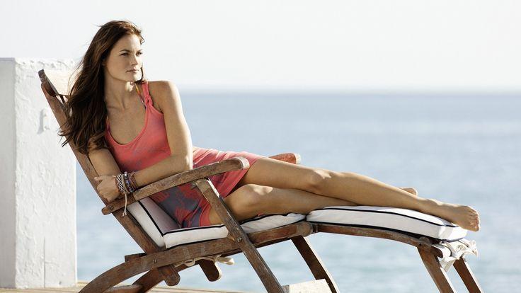 Donne, esterna, Brunette, camicia lunga, bracciali, Sdraiato su un fianco, sedie a sdraio, gambe lunghe, Mini Anden