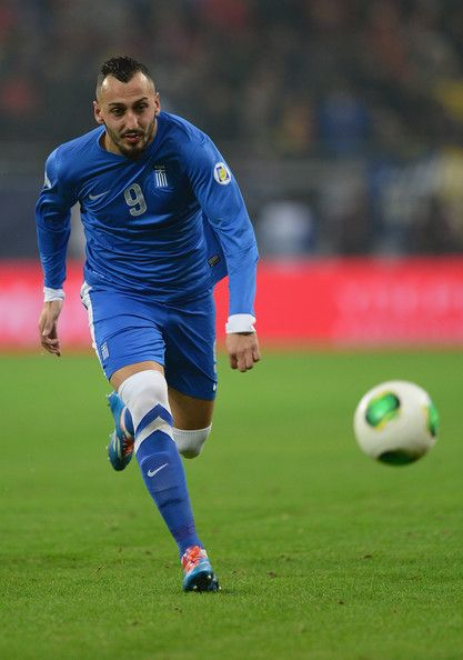 Kostas Mitroglou con la maglia della sua nazionale (Grecia)