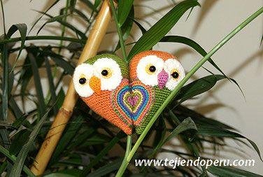Tutorial: parejita de búhos que al estar juntitos forman un corazón! Especiales para el día de San valentín Están tejidos a crochet en la…