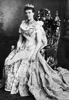 SM a Rainha D. Amélia de Portugal Casa Real: Orleães e Bragança
