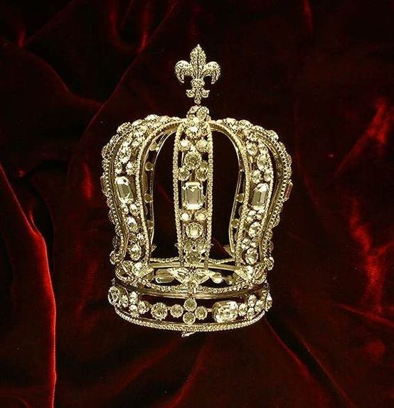 The formal crown of Marie Antoinette, to be worn for official ceremonies. She had other tiaras and crowns for other occasions.