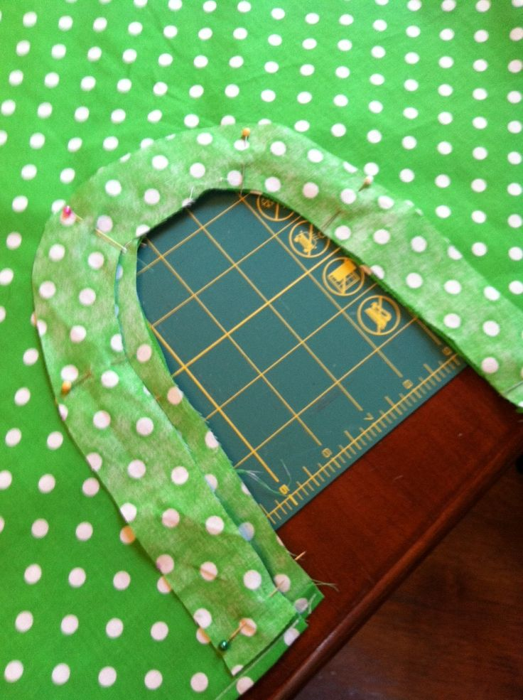 Hello everyone!  I found this cute green polka dot material at the thrift store a while back and it just really wanted to be made into somet...