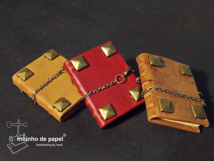 """Miniature book brooches by """"Moinho de Papel"""""""