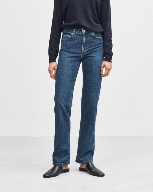 Filippa K inspiration - The look of now: Workwear blues.  Classic jeans with a slim fit over the hip and slightly higher waist. Straight leg from mid-thigh to hem. Comfortable, stretchy fabric.