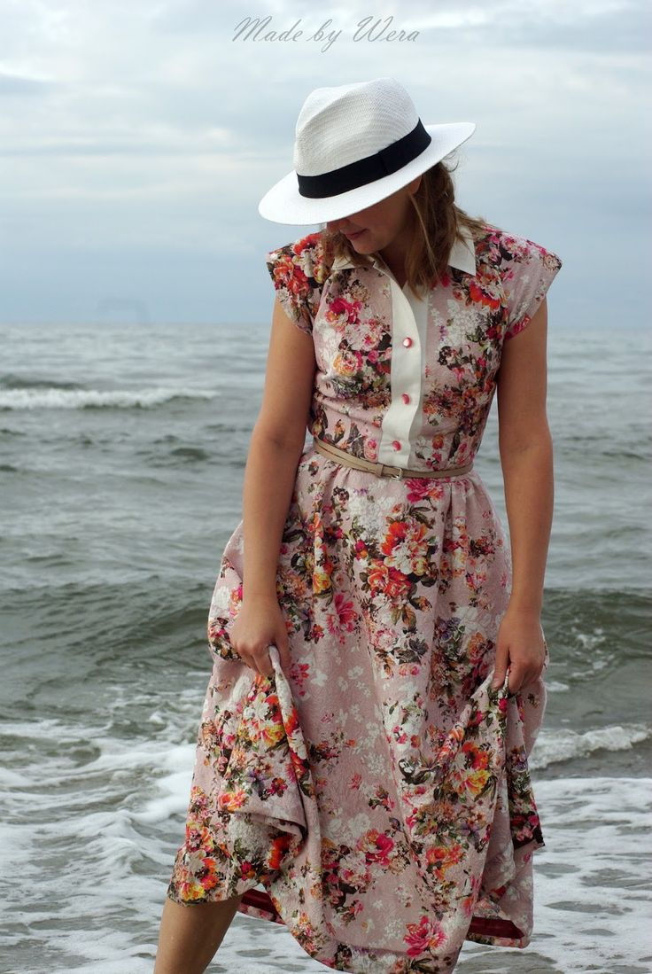LANDRYNKOWA BETTY - sukienka w stylu lat 50tych | madebywera  Dress based on the Progressive Farmer pattern from the 50s. Printed bubblegum cotton with floral pattern.