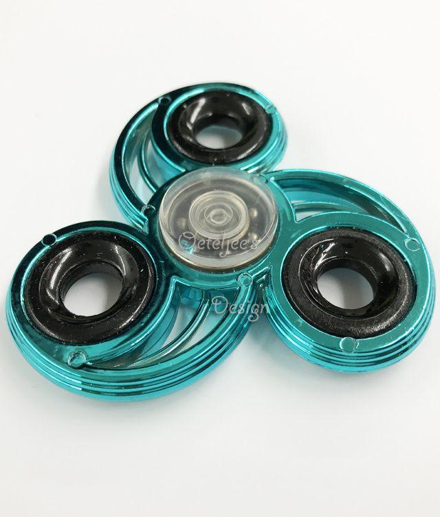Fidget hand spinner chrome metallic marine blue open vleugel