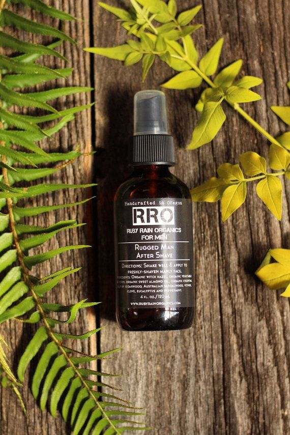 ORGANISCHE ruige Man Aftershave met alle organische ingrediënten---  Dit is de perfecte gift voor iemand in je leven. Met alle organische ingrediënten die ook op de huid zijn voedende, laat deze ruige Man Aftershave zijn gezicht zachte en ruiken zo goed. Met de aardse, zoet, kruidig, woody, vasthoudend, rokerige geuren van deze essentiële oliën zal uw Rugged Man je zwijm. Elke etherische olie was geplukt voor specifieke eigenschappen, en samen maken ze een scherpe, schone bosachtige geur dat…