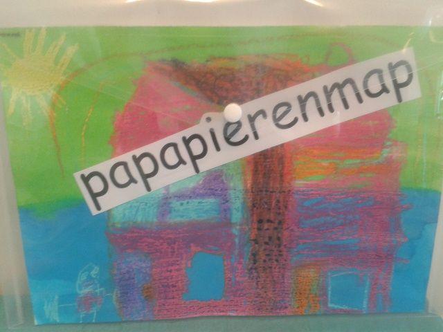 plastic map met kleurplaat oid erin . bewaarmap voor pap