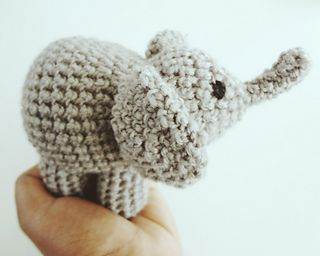 Palm-sized amigurumi elephant, free pattern