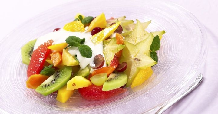 Fruktsalat med vaniljekesam