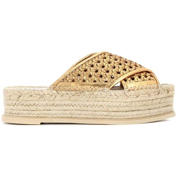 Stella McCartney Wicker Espadrilles (10.925 ARS) ❤ liked on Polyvore featuring shoes, sandals, stella mccartney shoes, gold espadrilles, gold shoes, yellow gold shoes and gold espadrille sandals