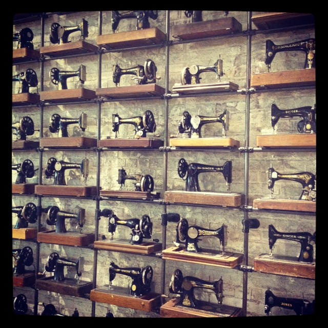 Allsaints Seattle Wa: 18 Best Vintage Sewing Machines Images On Pinterest