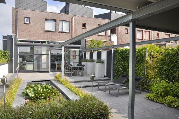 Moderne tuinen hebben strakke lijnen en zijn opgebouwd uit moderne materialen wil je een - Eigentijds pergola design ...