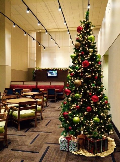 Christmas happenings at Hyatt Place Dewey Beach. Stay cozy and warm in the atrium with a nice cup of hot chocolate! #HyattHoliday