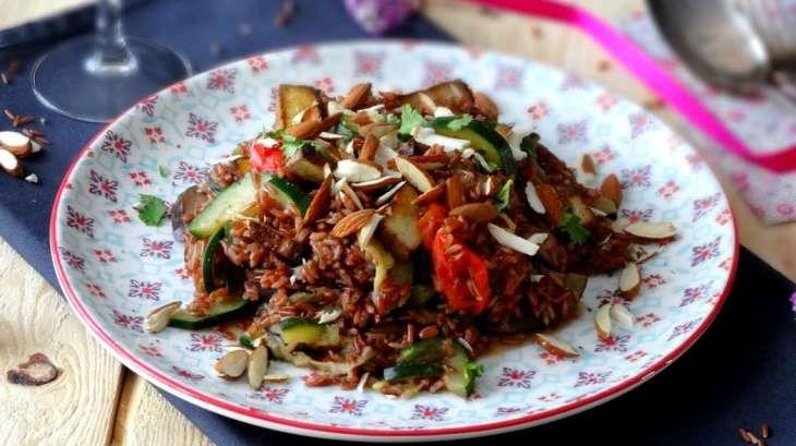 Riz de Camargue rouge sauté au tofu fumé et aux légumes d'été …