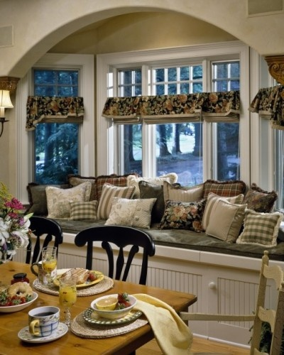 This is a Gorgeous Window Seat~: Kitchens Window, Window Benches, Traditional Dining Rooms, French Country, Window Treatments, Country Living Rooms, Window Seats, French Kitchens, Bays Window