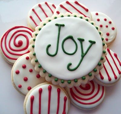 love the decorating of these Christmas cookies!