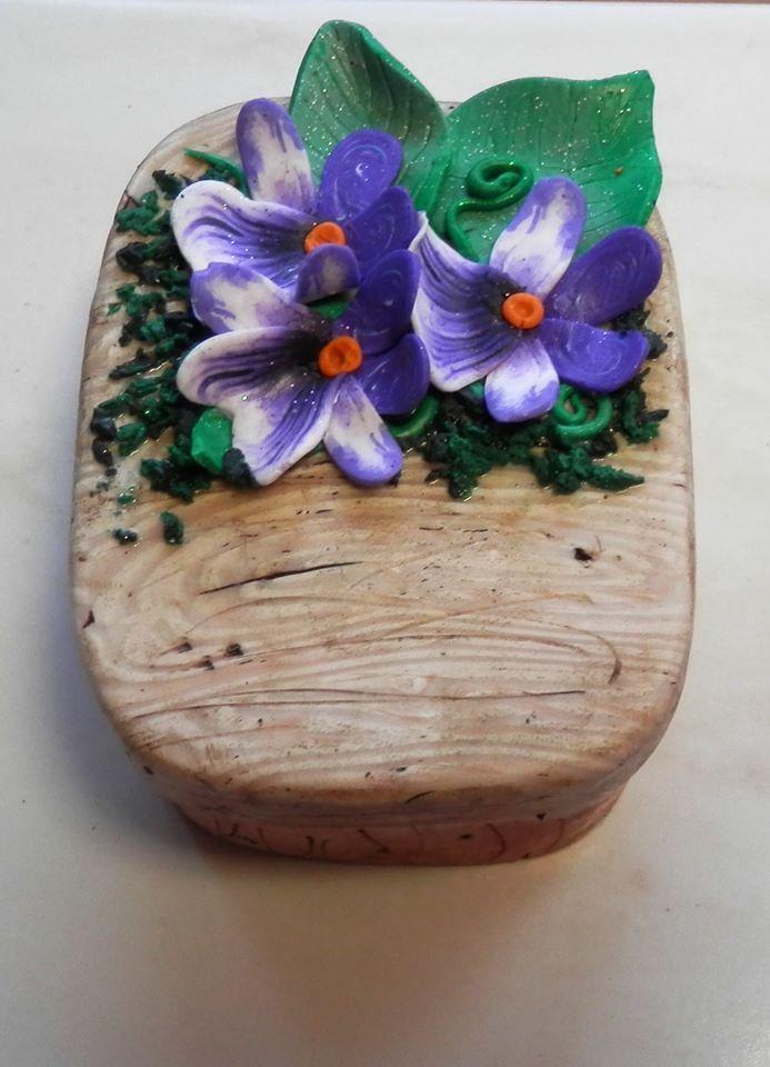 Jana Coufalová - krabička s imitací dřeva a dalších přírodnin podle workshopu Andrey Zajacové z 2.ročníku Polymerové školy online