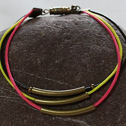Bracelet réalisé en cordon ciré et cordon en cuir avec perles tubes