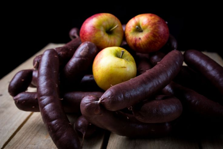 """Erkend streekproduct in de Kempen! Ons pareltje! Al meer dan 100 jaar worden de pensen van """"Vandecruys"""" op dezelfde manier gemaakt! Een uniek recept van varkensvlees, brood, bloed en kruiden. De beste uit de Kempen!"""