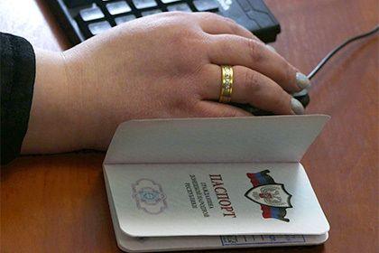 Сбербанк начнет обслуживание клиентов по паспортам ДНР и ЛНР       Сбербанк начнет обслуживать клиентов по паспортам самопровозглашенных Донецкой и Луганской народных республик (ДНР и ЛНР) 7 марта. После подписания указа президента о признании этих документов финансовой организации потребовалось время для организации приема этих паспортов.