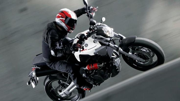 MT-03 2011 Media - Motorcycles - Yamaha Motor España Marketing
