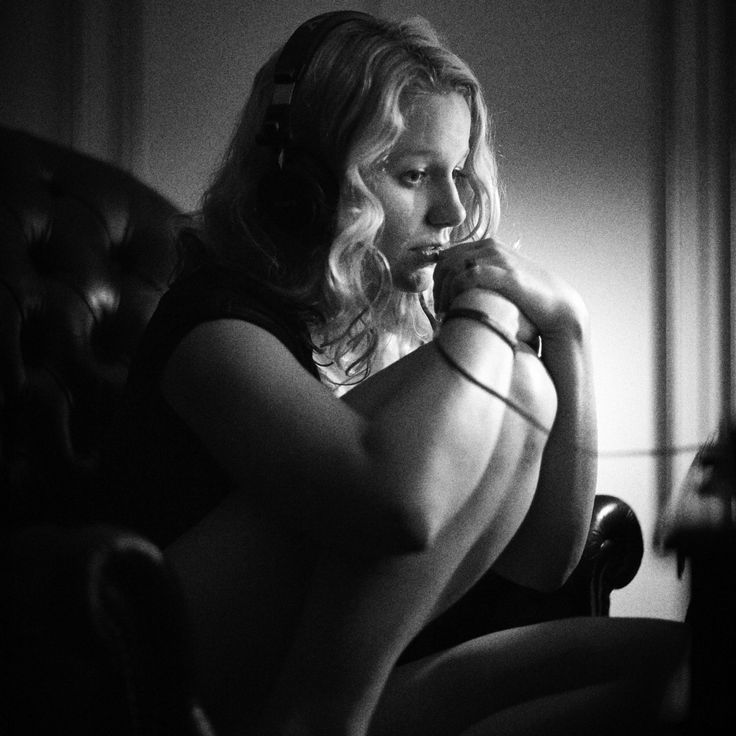 #MichelAtreides #fallingintoadream #vanessachristodoulou #portrait #closeup #availablelight #blackandwhitephotography #blondehair #Canon35mm #femalemodeling