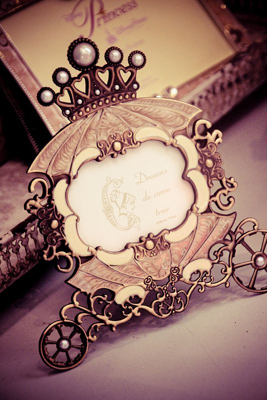 I want this picture frame in my daughter's nursery <3