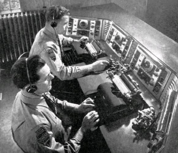 1941 Illinois State Police radio.