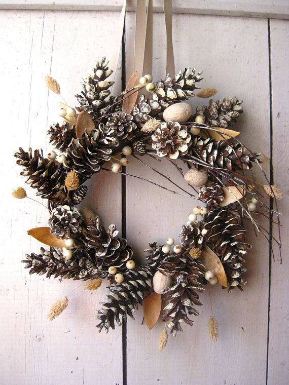 416 best pine cones diy images on pinterest pine cones natal and christmas decor - Crafty winter decorations with pine cones ...
