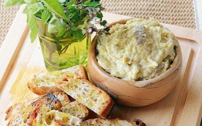 Cel mai sănătos aperitiv. Cum faci salata de vinete perfectă. De ce se spală ceapa cu multă apă rece şi cu cât ulei se amestecă