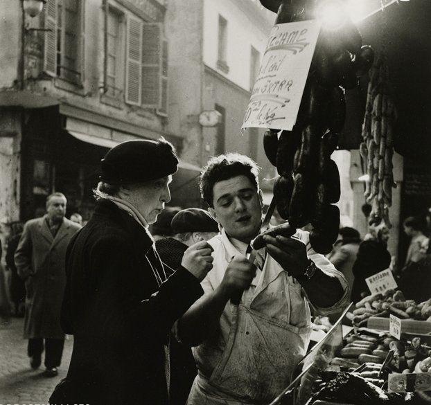Roger Schall ♥ Rue Mouffetard, Paris  1936.