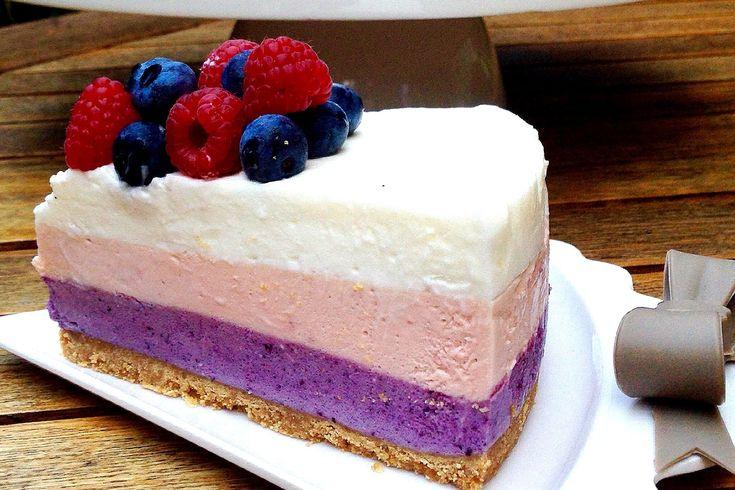 La torta mousse ai frutti di bosco è un dolce perfetto per le giornate più calde dell'estate per il suo sapore fresco. Ecco la ricetta
