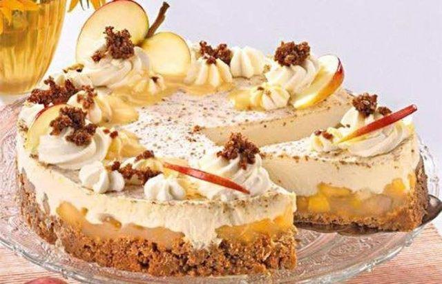 Яблочный торт с яичным ликером фото