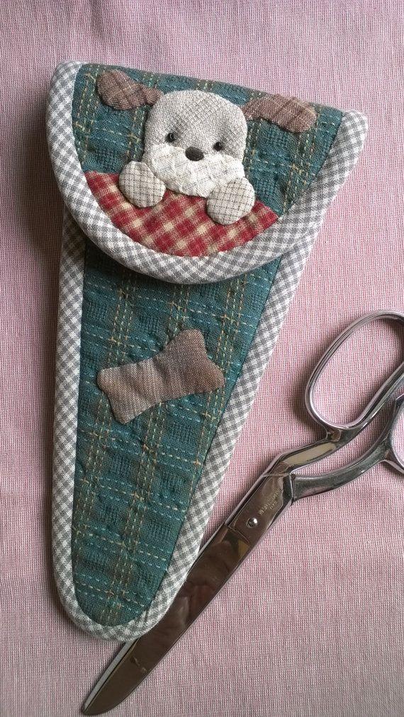 Este bolso es un caso de tijeras. Es idea para tijeras tamaño 8 pulgadas y más ancho 17 cm.  Es apliques  trabajar con un perro.
