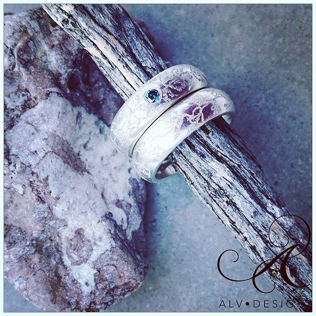 En vacker blå diamant 0,07 ct  pryder denna variant av MURGRÖNA. Handgjord i 925 silver. Design och arbete: Anneli Lindström, Alv Design. www.alvdesign.se
