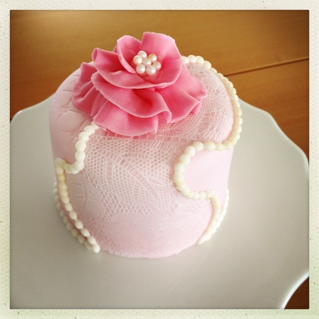 Little ruffle rose cake