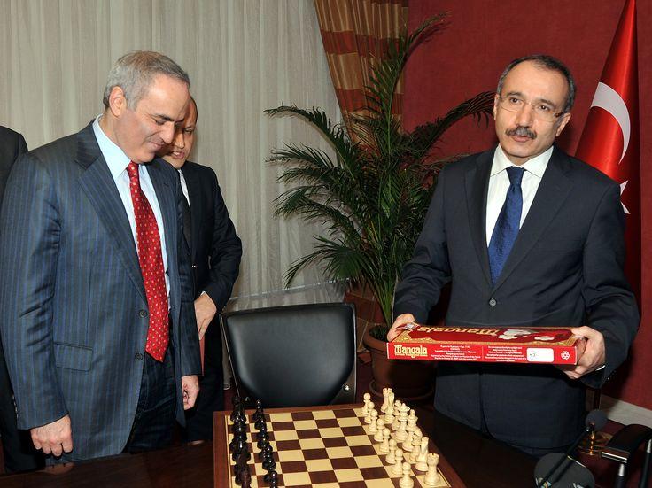 Dünya satranç şampiyonu Gary Kasparov Milli Eğitim Bakanı Ömer Dinçer Mangala Oyunu #mangala #mangalaoyunu #mangalanedir #mangalanasıloynanır #garykasparov #ömerdinçer #mangalaoyna #mangalasatınal #zekaoyunu #stratejioyunu #akıloyunu
