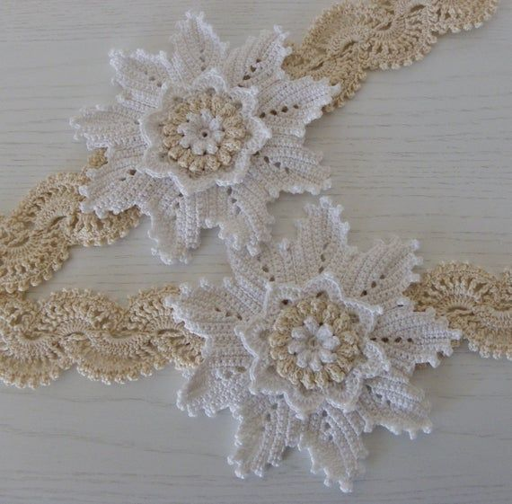 Uncinetto Shabby.Set Of 2 Stops With Crocheted Flower In 2020 Crochet Table Runner Pattern Crochet Designs Crochet Curtains