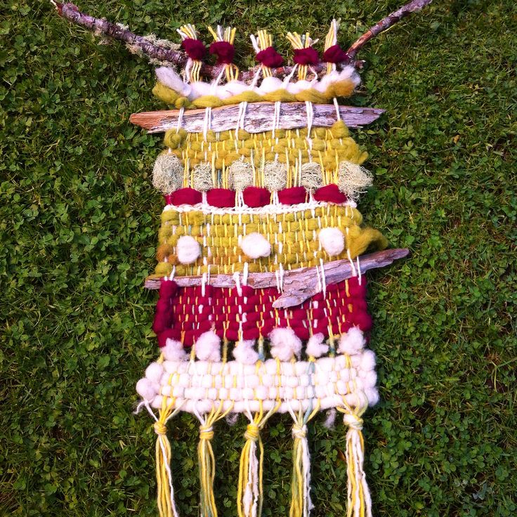 Telar decorativo / lana madera musgo. By. Christiane Neumann Temuco Chile