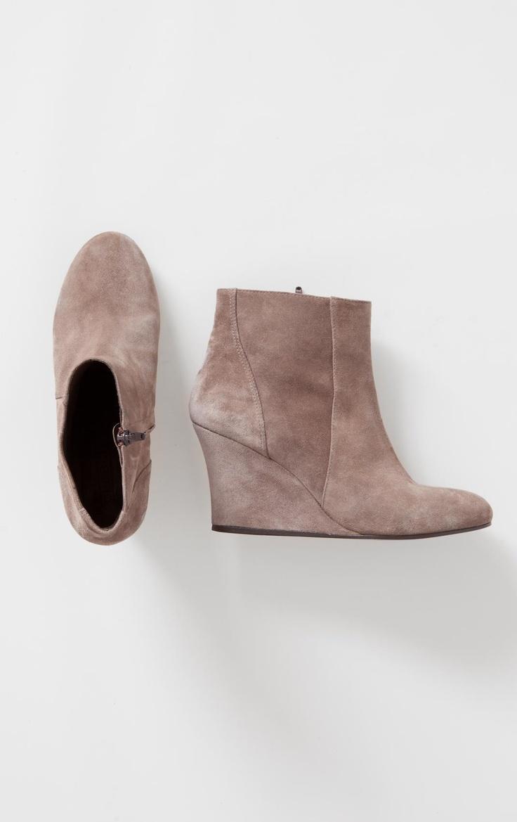 Leather WedgesShoes Girls, Leather Fashion, Leather Wedges, Fashion Shoes, Fashion Models, Hair Style, Boots Wedges, Girls Shoes, Wedges Boots