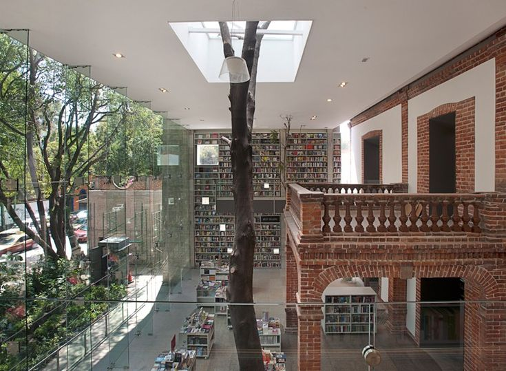 Siempre buscando mantener el vínculo entre la construcción y el entorno, siempre entendiendo a la arquitectura como un agente de cambio en la sociedad...